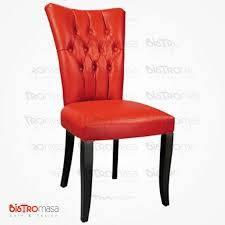 Kırmızı ahşap kapitoneli sandalye