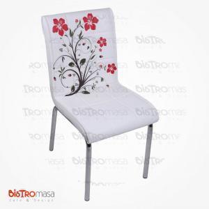 Beyaz kırmızı çiçekli petli sandalye