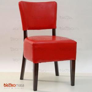 Kırmızı ahşap sandalye