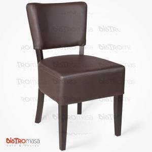Kahverengi ahşap sandalye