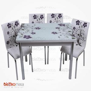 Mor yapraklı mutfak masası