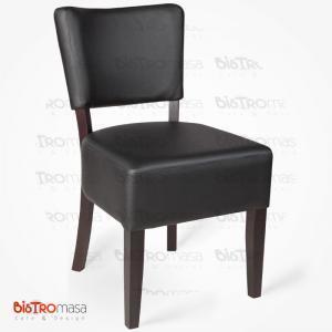 Siyah ahşap sandalye