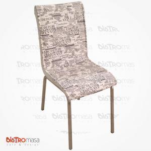 Yazı desenli petli sandalye
