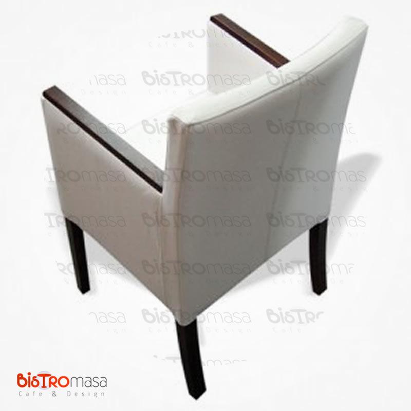 Beyaz renk kollu berjer koltuk arka kısım