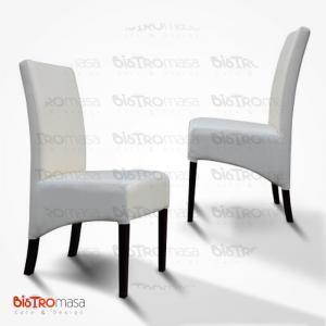 Beyaz paçalı ahşap sandalye