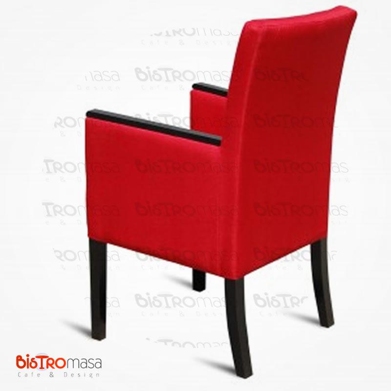 Kırmızı renk kollu berjer koltuk arkadan görünüm