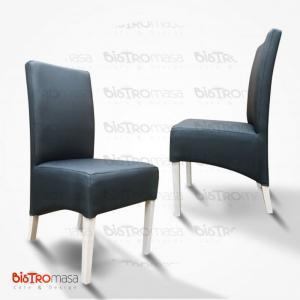 Siyah paçalı ahşap sandalye