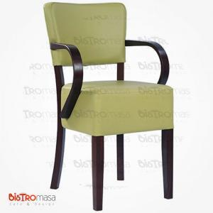 Yeşil kollu ahşap sandalye