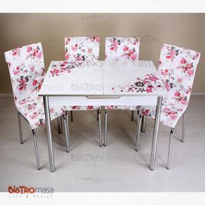 Pembe çiçekli mutfak masası